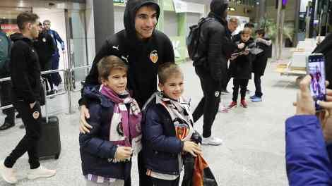 Carlos Soler a su llegada al aeropuerto de Valladolid/VCF