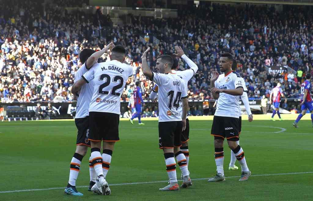 Triunfo del Valencia (1-0) ante el Eibar que le sitúa a un punto de Champions y con 8 más que la temporada anterior en la misma jornada/VCF