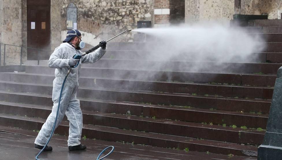 Efectivos de la UME trabajando en la desinfección en varias ciudades españolas/UME