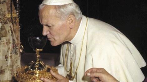 San Juan Pablo II veneró el Santo Cáliz en la Catedral/Img. A.Sáiz