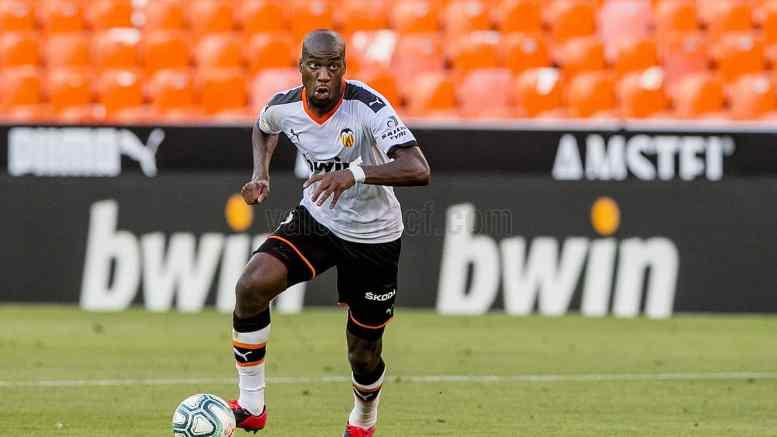 Geoffrey Kondogbia fue el mejor del partido y sostuvo al Valencia en el centro del campo./VCF
