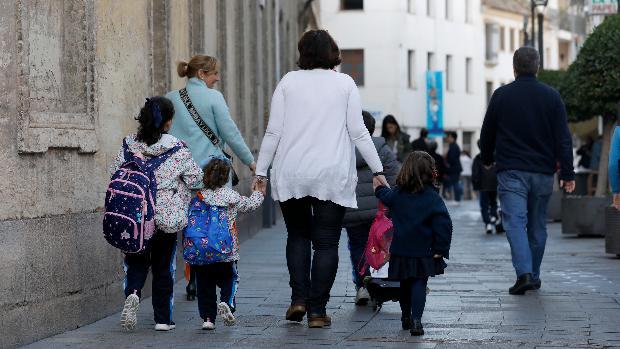 La vuelta al cole, rodeada de incertidumbre para las familias - archivo