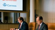Firma del acuerdo entre Correos y Banco Santander - informaValencia.com