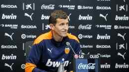 Javi Gracia, en la rueda de prensa previa al partido ante la Real Sociedad en San Sebastián - VCF