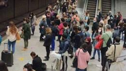 Continúan las aglomeraciones en el metro por una falta de gestión de la Generalitat /Img. informaValencia.com