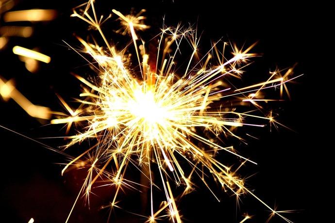Sparkler Fireworks Fourth of July_-8948158134234428288