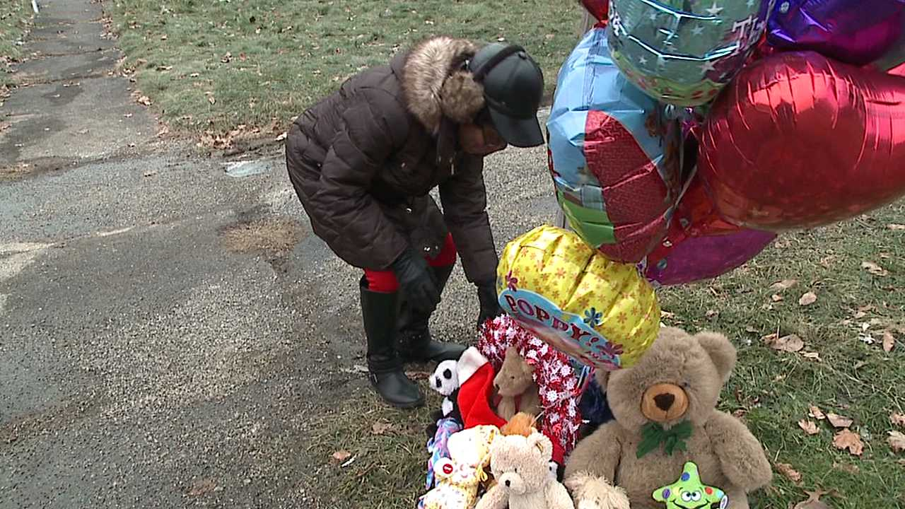 Memorial at site of Youngstown fire on Parkcliffe Avenue, where five kids died