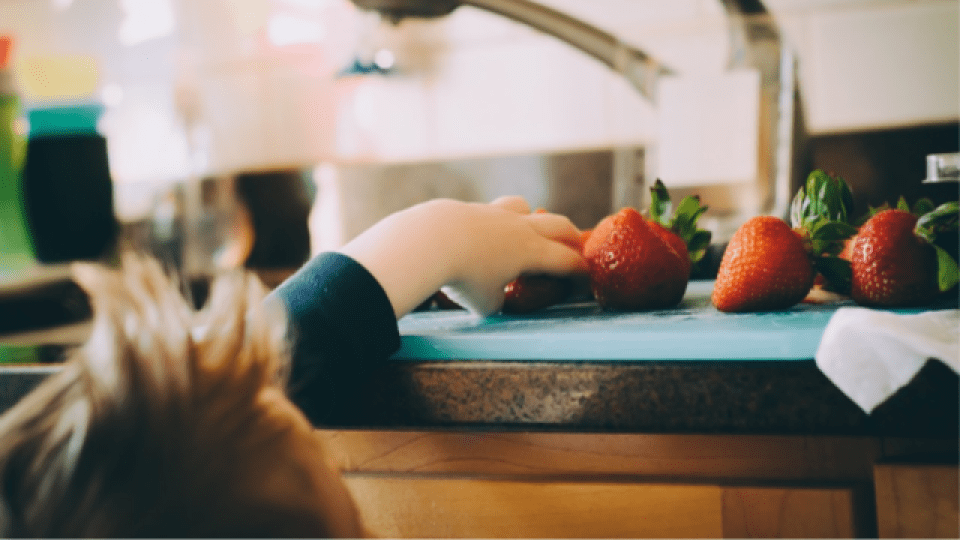 https://i2.wp.com/www.informnny.com/wp-content/uploads/sites/58/2019/09/generic-child-strawberries-food.png?resize=960%2C540&ssl=1