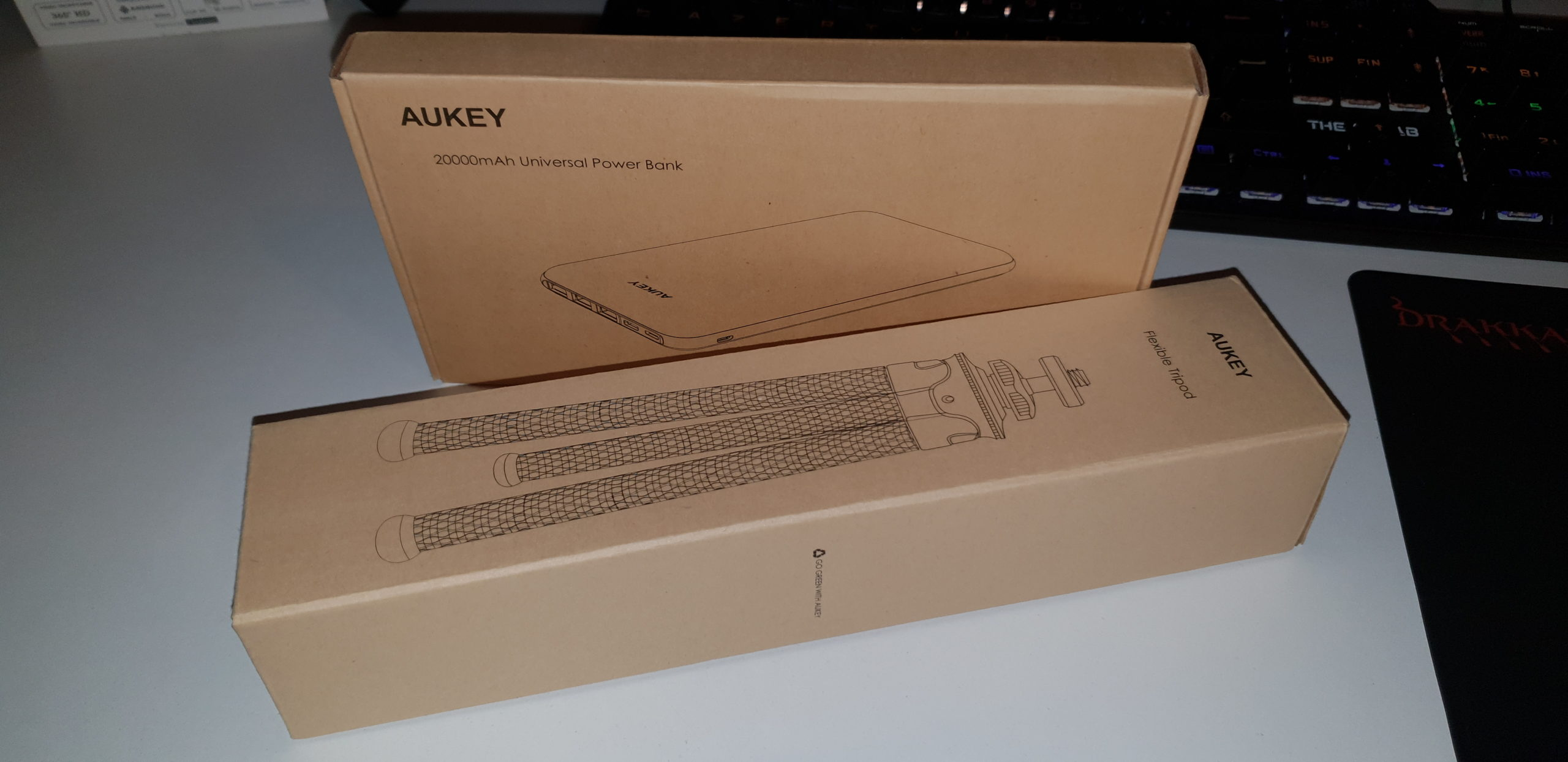 Batterie Aukey PB-Y14 et Trépied Aukey CP-T05