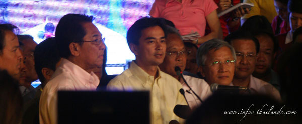 Abhisit Vejjajiva se félicite de ses six premiers mois de gouvernance