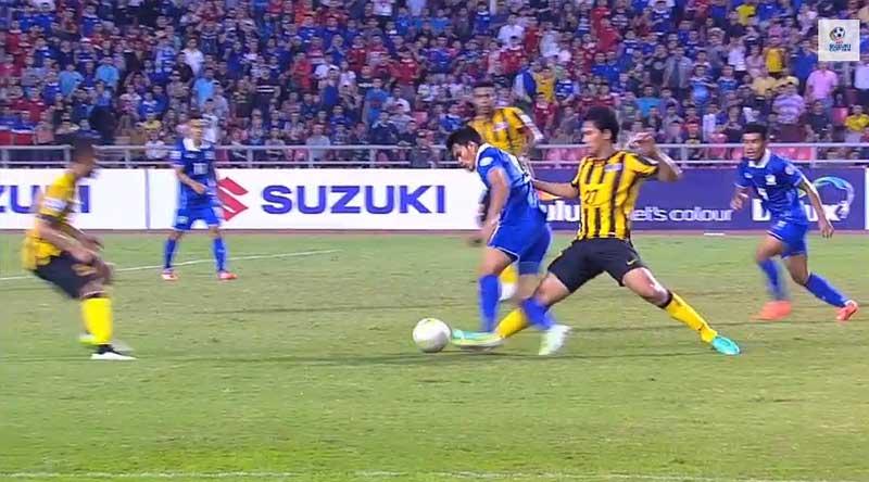 La faute qui a provoqué le penalty.