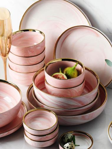set pinggan mangkuk istimewa untuk ibu