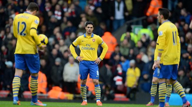 Arsenal coule contre Liverpool et inquiète