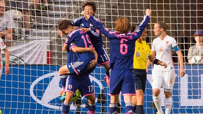 Le Japon ne lâche pas son trône (2:1)