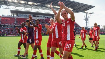 Le Canada fait le spectacle dans un gain de 6-0 à Toronto