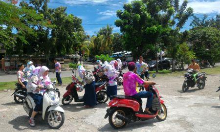 Aksi coret seragam oleh siswa SMP di kawasan GOR H. Agus Salim, Padang | Foto: Huda Putra