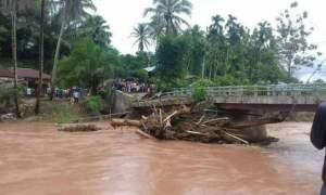 Jembatan Rusak akibat banjir di Nagari Lubuk Tarok, Kabupaten Sijunjung