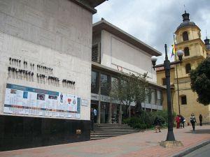 Sede principal de la Biblioteca Luis Ángel Arango del Banco de la República de Colombia, Bogotá. Tomada por Pedro Felipe y disponible en http://j.mp/1FcgAli