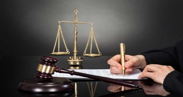 Como escolher um advogado pela internet