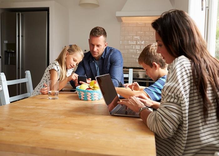 Orientar filhos usar do celular - 8 dicas de como orientar seu filho no uso do celular.