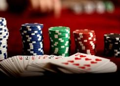 Como jogar poker popularmente difundido online.