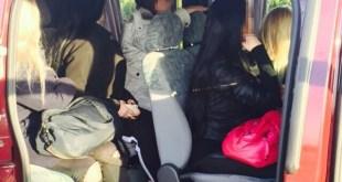 Торговец людьми во Львове загрузил полный микроавтобус девушек.