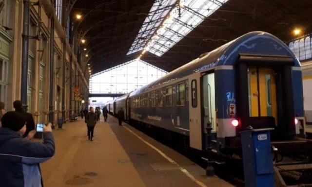 На второй поезд Мукачево-Будапешт продали 4 билета