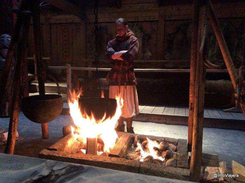 noruega_islas_lofoten_museo_vikingo_fuego_caldero_comida