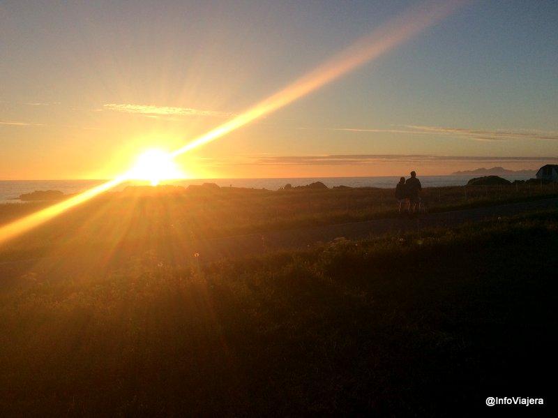 noruega_islas_lofoten_sol_medianoche_hov