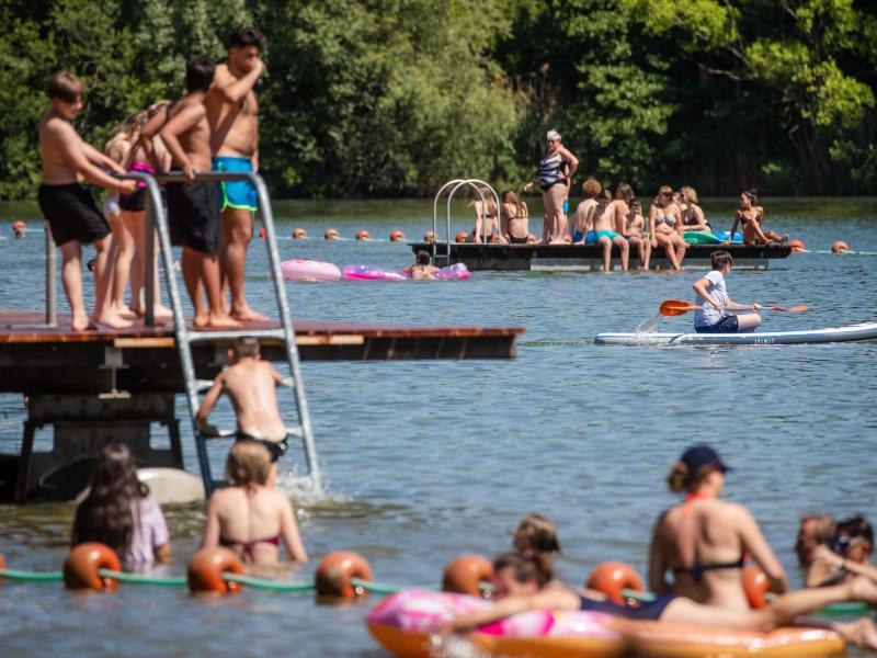 Der Großteil der Badeseen in Deutschland überzeugt bei der Wasserqualität. Foto: Christoph Schmidt/dpa