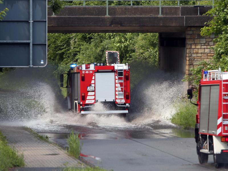 Regen hat eine Unterführung in Langelsheim im Harz geflutet. Foto: Frank Neuendorf/dpa