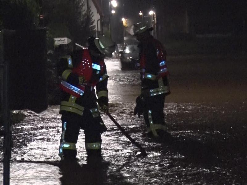 Heftige Unwetter haben in der Nacht zu Sonntag in Thüringen Straßen überflutet und Keller unter Wasser gesetzt. Foto: Bernd März/dpa-Zentralbild/dpa