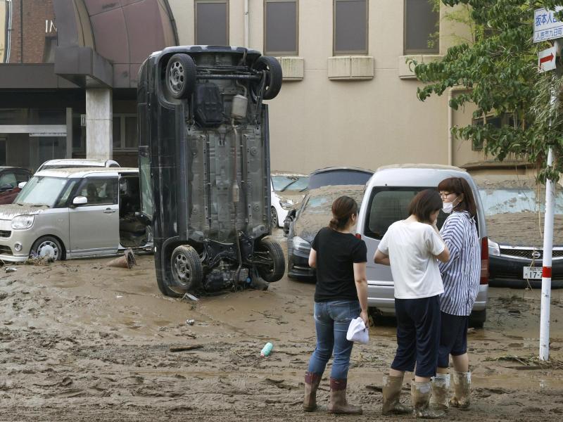 Die Zahl der Opfer bei schweren Unwettern in Japan steigt. Foto: Uncredited/Kyodo News/AP/dpa