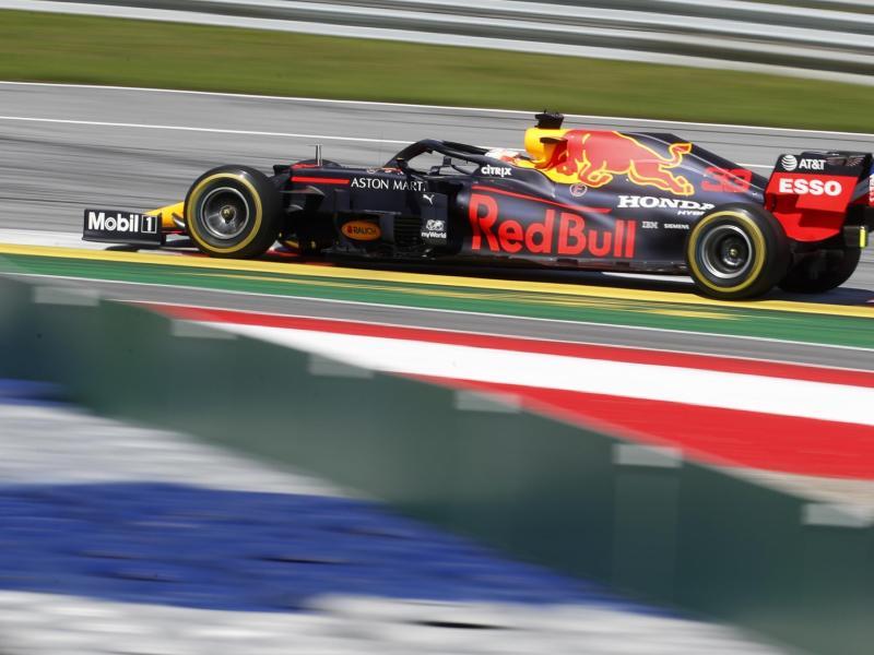 Max Verstappen fiel im Red Bull früh aus. Foto: Darko Bandic/AP/dpa