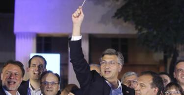 Andrej Plenkovic freut sich über denAusgang der Wahl. Foto: Uncredited/AP/dpa