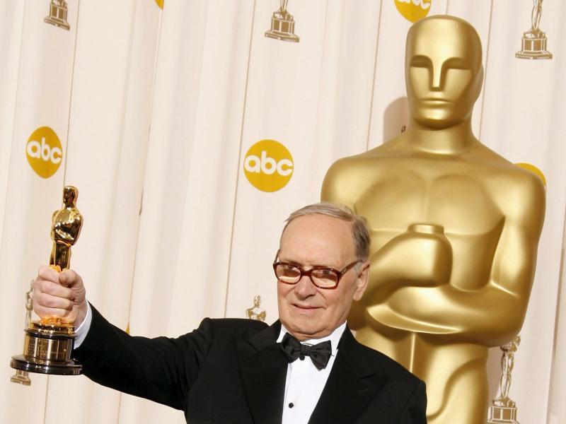 Der italienische Filmkomponis Ennio Morricone bei der 79. Oscar-Verleihung 2007. Foto: Paul_Buck/epa/dpa