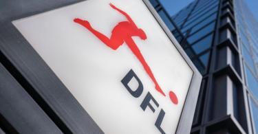 Das Logo der Deutschen Fußball Liga (DFL) am Eingang zur Zentrale. Foto: Frank Rumpenhorst/dpa