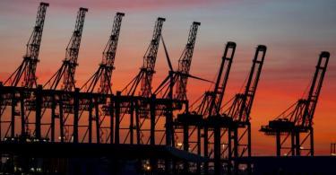 Im Juni hat sich die im Mai begonnene Erholung fortgesetzt - die Exporte stiegen kräftig. Foto: Axel Heimken/dpa