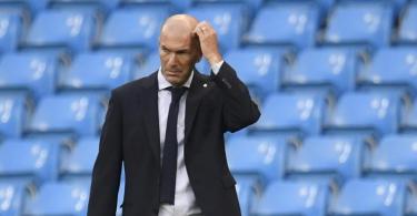Wird nach dem Aus in der Champions League kritisiert: Real Madrids Trainer Zinedine Zidane. Foto: Peter Powell/POOL EPA/AP/dpa