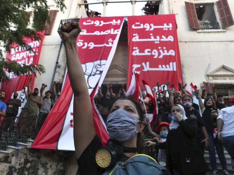 Demonstranten bei einem regierungskritischen Protest in Libanons Hauptstadt Beirut. Foto: Bilal Hussein/AP/dpa