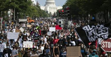 Demonstranten haben in Washington für ein Ende von Rassismus und Polizeigewalt gegen Schwarze protestiert. Foto: Jose Luis Magana/AP/dpa