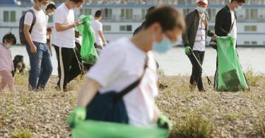Teilnehmer der Aktion in Düsseldorf. Foto: David Young/dpa