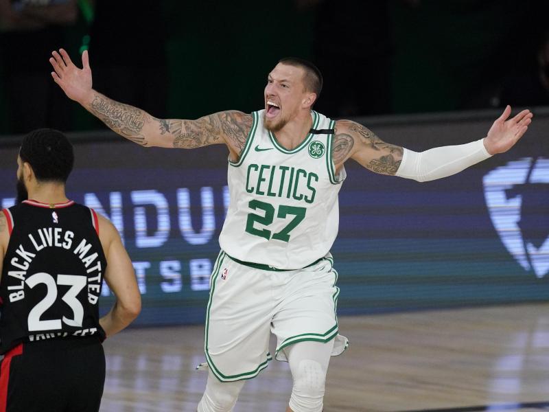 Daniel Theis ist in seiner dritten Saison in der stärksten Basketball-Liga der Welt erstmals unumstrittener Stammspieler. Foto: Mark J. Terrill/AP/dpa