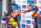 Siegerin Julia Taubitz (l-r), Natalie Geisenberger auf Rang zwei und Dajana Eitberger bei der Siegerehrung. Foto: Expa/Johann Groder/APA/dpa