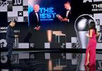 Bei der Online-Gala bekam Robert Lewandowski vom FIFA-Präsidenten Gianni Infantino die Weltfußballer-Trophäe. Foto: Valeriano Di Domenico/POOL FIFA/Getty/dpa