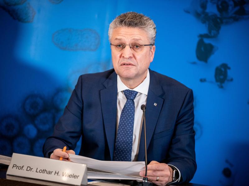 Lothar Wieler, Präsident des Robert Koch-Instituts (RKI), spricht bei einem Pressebriefing zur aktuellen Covid-19-Lage in Deutschland. Foto: Michael Kappeler/dpa-pool/dpa