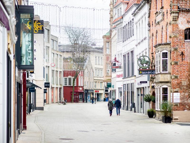 Leere Fußgängerzone von Oldenburg. In Deutschland ist zur Eindämmung der Corona-Pandemie ein harter Lockdown in Kraft. Foto: Hauke-Christian Dittrich/dpa
