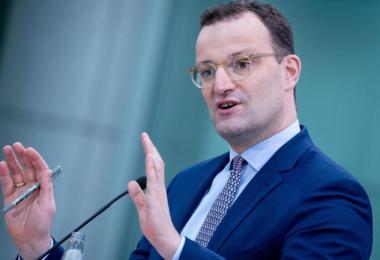 Jens Spahn (CDU), Bundesminister für Gesundheit, gibt in seinem Ministerium eine Pressekonferenz zur Impfstrategie der Bundesregierung. Foto: Kay Nietfeld/dpa