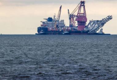 Das russische Rohr-Verlegeschiff 'Fortuna' soll aus den USA mit Sanktionen verhängt werden. Foto: Jens Büttner/dpa-Zentralbild/dpa