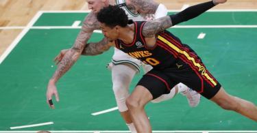Daniel Theis (l) von den Boston Celtics kam auf 14 Punkte. Foto: Michael Dwyer/AP/dpa